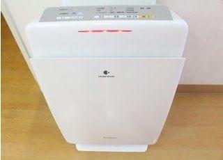 空気清浄機を使って院内の空気を綺麗にしております。