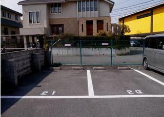 駐車場が用意されており、お車の方も通院しやすい環境です。