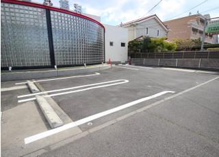お車でご来院の方は医院前の駐車場をご利用下さい。