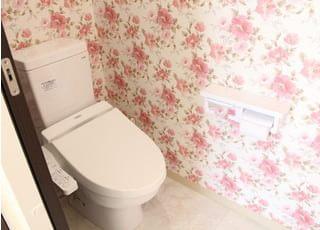 お手洗いの内装にもこだわりました。常に清潔にしておりますので、気持ちよくご利用下さい。