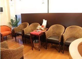 待合室です。診療をお待ちの間、リラックスしてお待ちください。