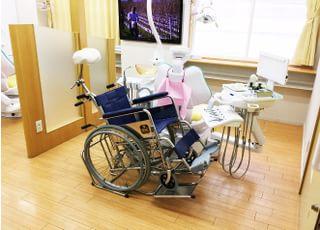 車いすのまま診療ができます。