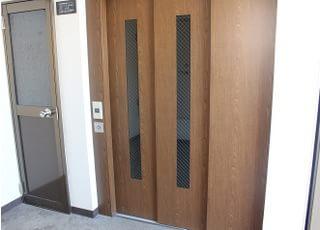 院内に直結するエレベーターです。