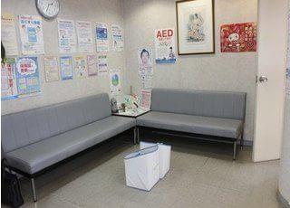 待合室です。診療前後はこちらでおくつろぎください。