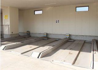 ④駐車スペースは2台分ご用意しております。満車の際は、隣接地にある一般有料駐車場をご利用ください。駐車証明書、領収書をご持参いただければ、料金をお支払い致します。