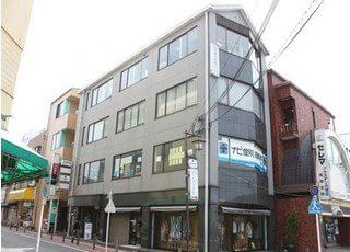 石川歯科医院の外観です。 石川ビルの4階に位置しています。