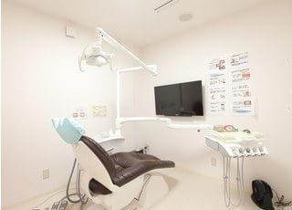 個室のリラックスできるスペースで治療を受けていただきます。