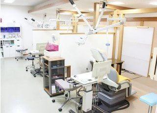 診療室はパーテーションで仕切っておりますので、プライベートスペースを確保いただけます。