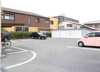 ゆったり駐車可能な、広いスペースを確保しています