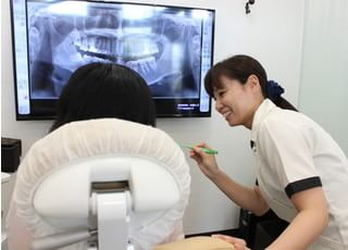 おざき歯科医院_清潔感ある院内で丁寧な治療を行う