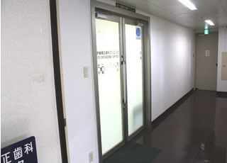 入り口です。土日祝日も診療を行っておりますので、お忙しい方にもご来院していただきやすいです。