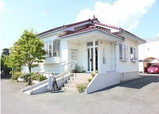 木崎駅出口より、お車で14分の位置にあります。
