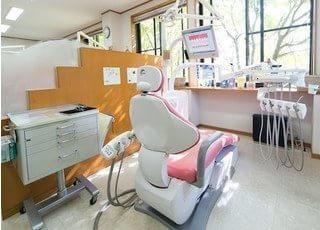 診療室のチェアです。リラックスしてお掛け下さい。