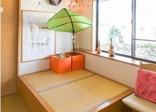 待合室には畳の座敷スペースもご用意しております。