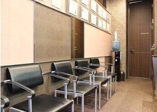 待合室にはウォーターサーバーがあります。ご利用ください。