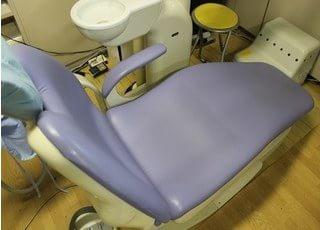 ゆったりとした診療チェアなので、リラックスして治療を受けて頂けます。