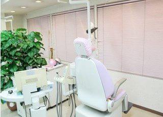 診療室に植物を置くなど、リラックスできる環境を整えています。