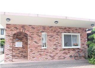 たけや歯科医院の外観です。徳山駅から徒歩15分の場所にあります。