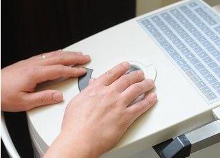 セレックスキャニングマシンです。こちらを用いて、患者様のお口に合わせた詰め物や被せ物をお作りします。