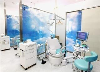 診療ブースはパーテーションで仕切られていますので、プライベート空間を確保していただけます。