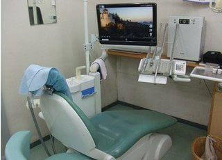 モニター画面付きの診療チェアです。