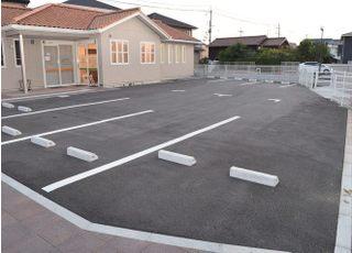 13台分の駐車スペースをご用意しております。