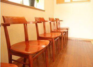 待合スペースです。診療前後は、こちらでお待ちいただきます。