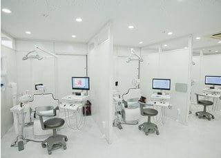 診療室です。モニターを使って丁寧に説明致します。