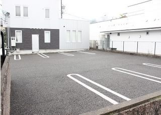 駐車場も10台分完備しています。