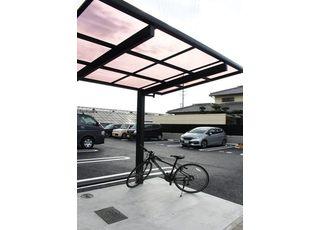 自転車でお越しの方はこちらの駐輪場をご利用ください。