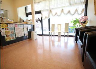 待合室です。診療前後はイスに座ってお待ちください。