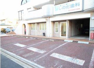 お車でお越しの蚊帳は、医院前の専用駐車スペースをご利用ください。