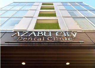 建物外観です。麻布十番駅からも程近い歯医者さんです。