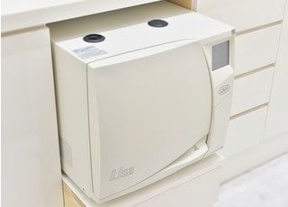 治療器具の滅菌器です。院内感染予防は徹底しています。