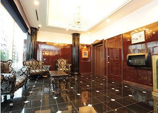 待合室です。ホテルのような内装は患者様に歯医者に来たことを感じさせません。