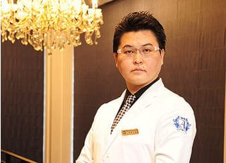 麻布シティデンタルクリニック 伊丹 太郎 院長 歯科医師 男性