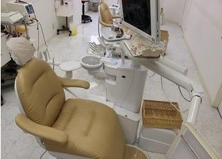 診療チェアのモニターを使った、歯の説明を行います。