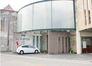 博多南駅から徒歩15分の位置にある末延さんま歯科医院の外観です。