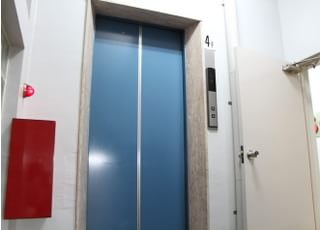 高円寺デンタルクリニックのエレベーターです。