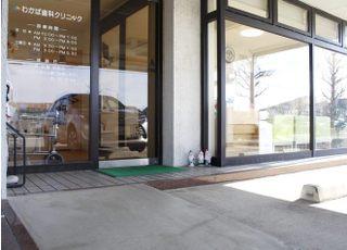 入口にはスロープを設置しております。