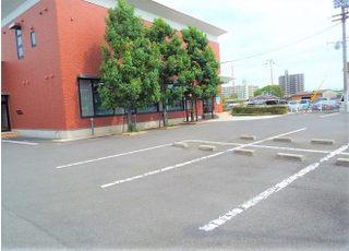 駐車場は医院の前にご用意しております。