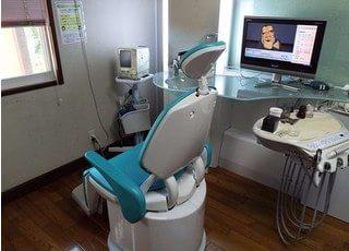 診療スペースです。パーテーションで仕切られていますので、リラックスして治療を受けて頂けます。