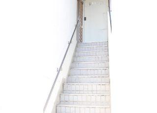 階段を上がった所が医院です。