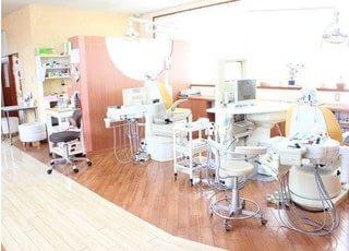 明るく、清潔感のある診療室です。