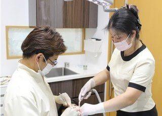 医師とスタッフのコンビネーションで患者様を治療します。