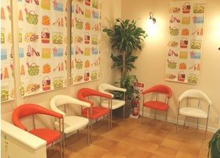 かわいい雰囲気の待合室です。
