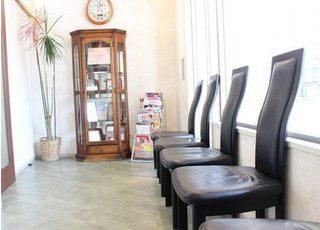 待合室には雑誌等もございますので、リラックスしてお待ち下さい。