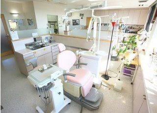 診療室も開放的でそれぞれがセパレートされた空間となっております。