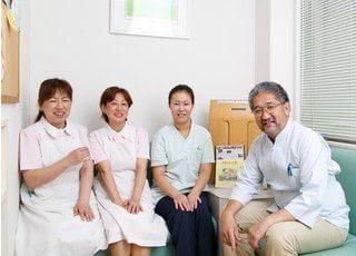 大迫歯科医院の院長とスタッフです。皆様のご来院を、心よりお待ちしております。