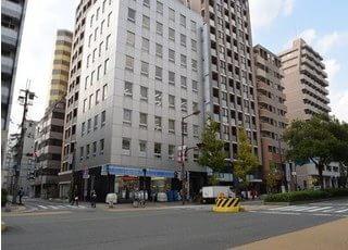 1Fにコンビニエンスストアがあるビルです。